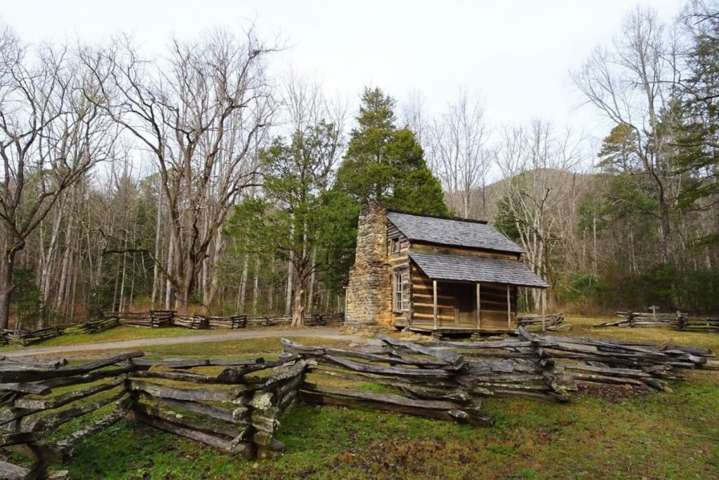 Smoky Mountains, John Olivers Log house, Cades Cove, Smoky Mountains, US